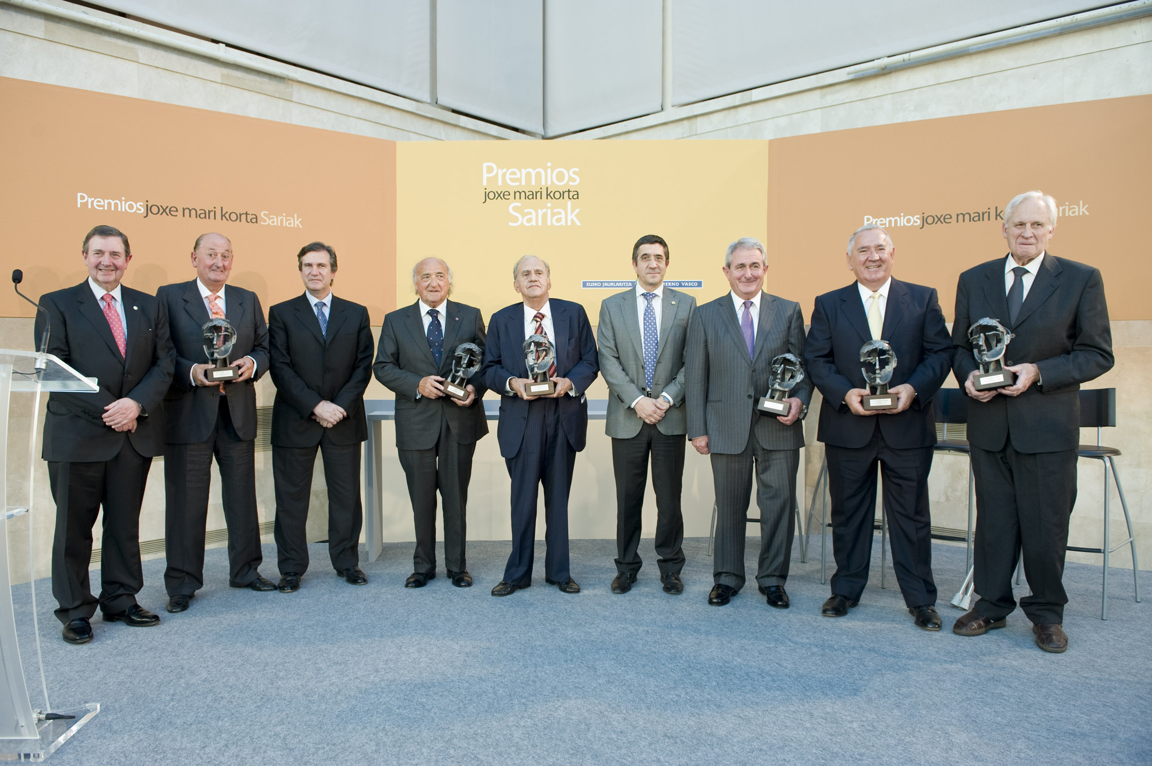 The Lehendakari presents the Korta Awards to six entrepreneurs: Ruiz de Apodaka, Quintana, Caballero, Echarri, Aurtenetxea and Grijelmo