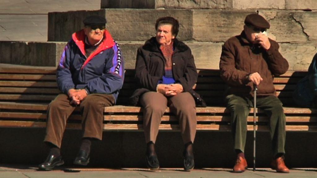 Empleo y Asuntos Sociales acomete un cambio en el modelo de atención a los mayores para revalorizar la vejez [1:26]