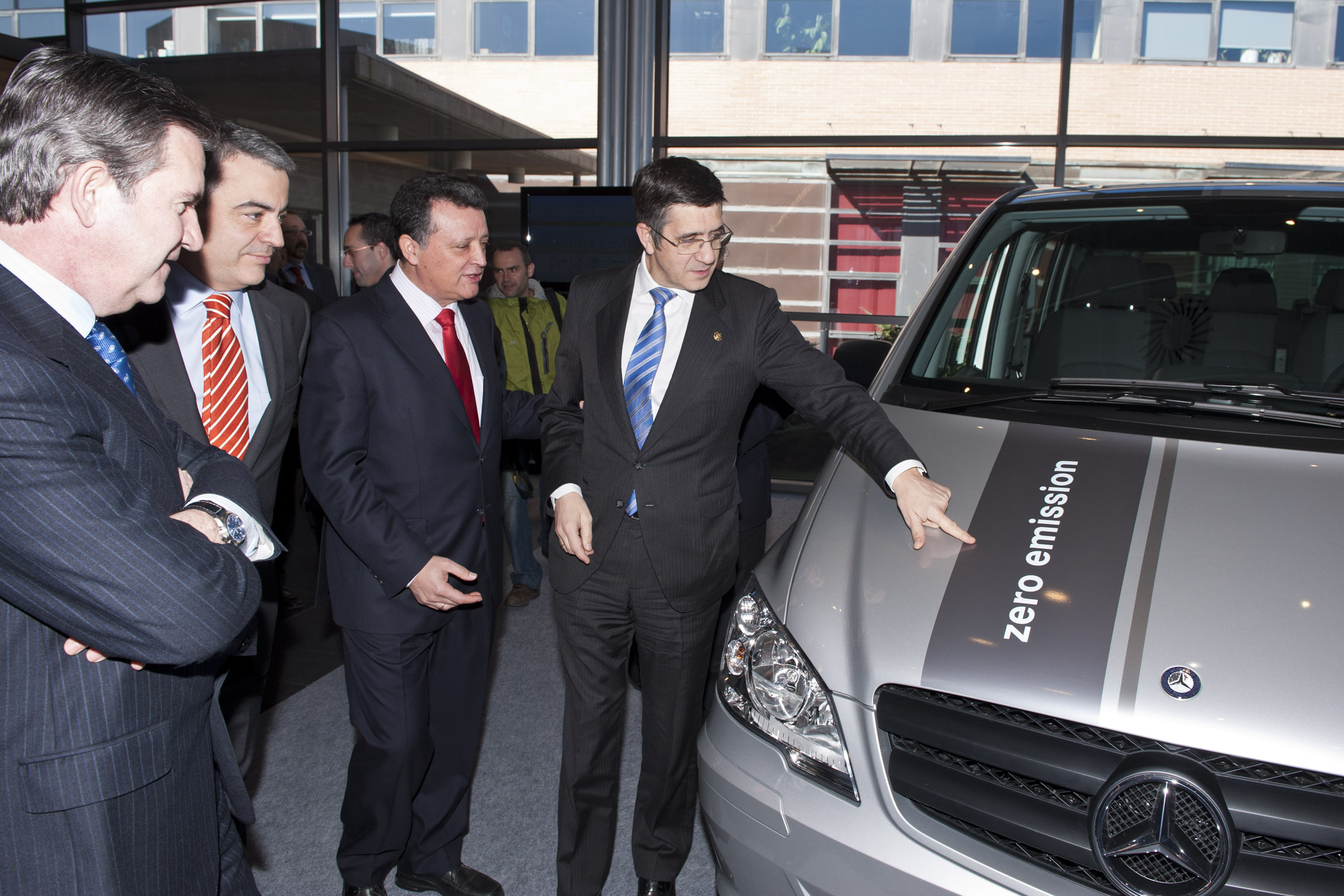 The Government and 10 Basque companies involved in the electric Vito project worth 13.5 million euros  