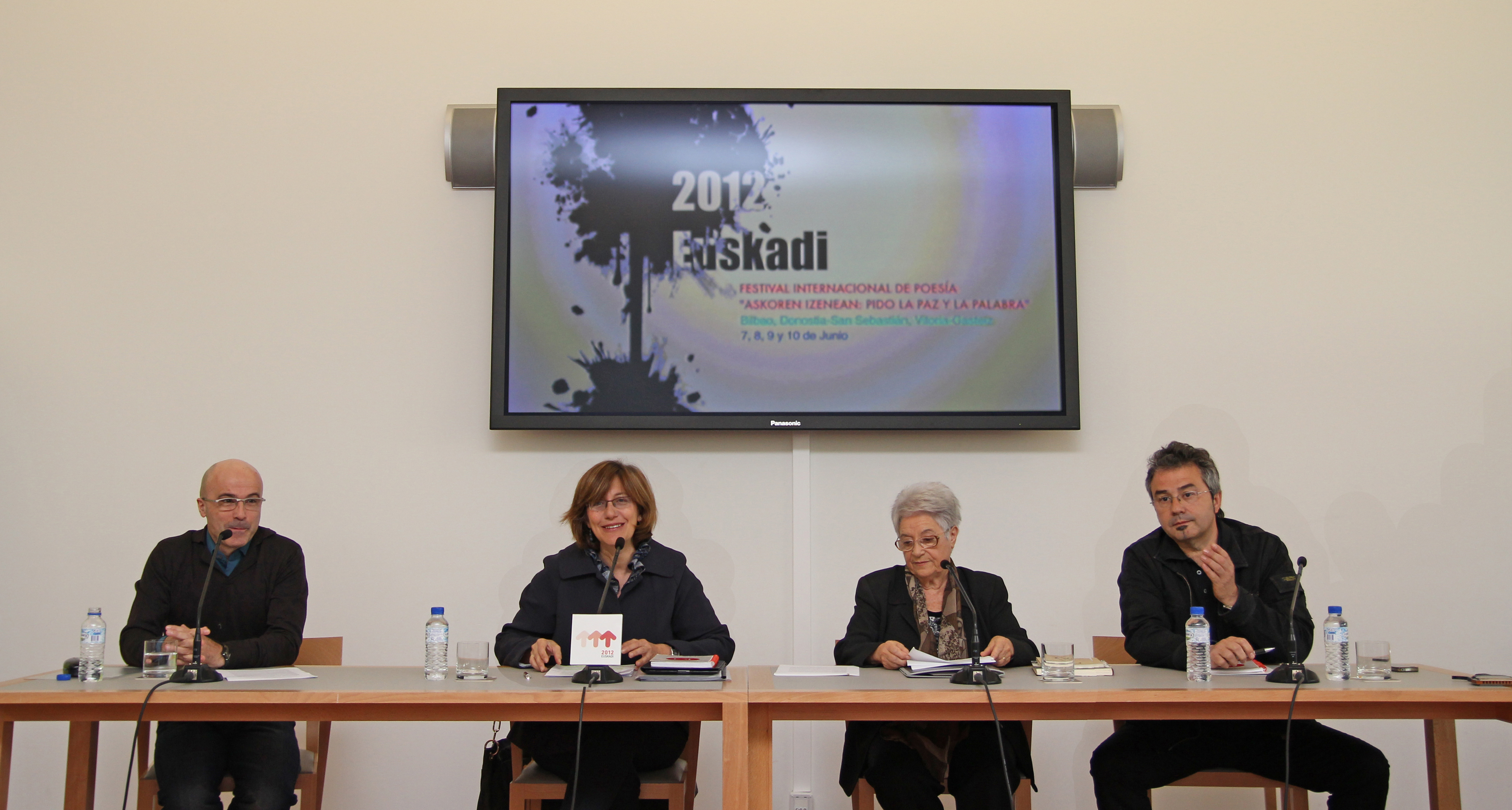 2012 Euskadi presenta el Festival Internacional de Poesa 'Askoren Izenean: Pido la Paz y la Palabra'