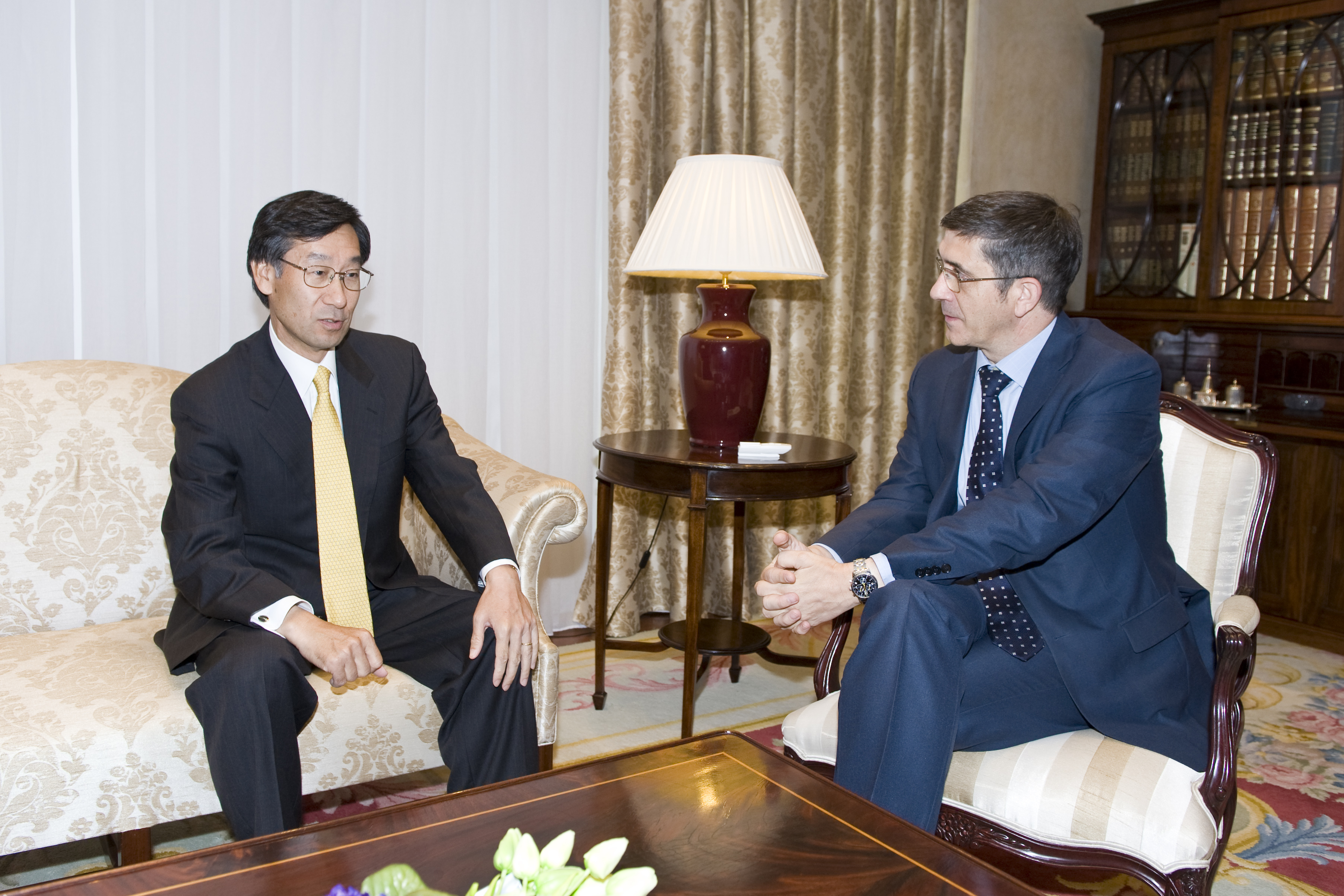 The Lehendakari meets the Japanese Ambassador