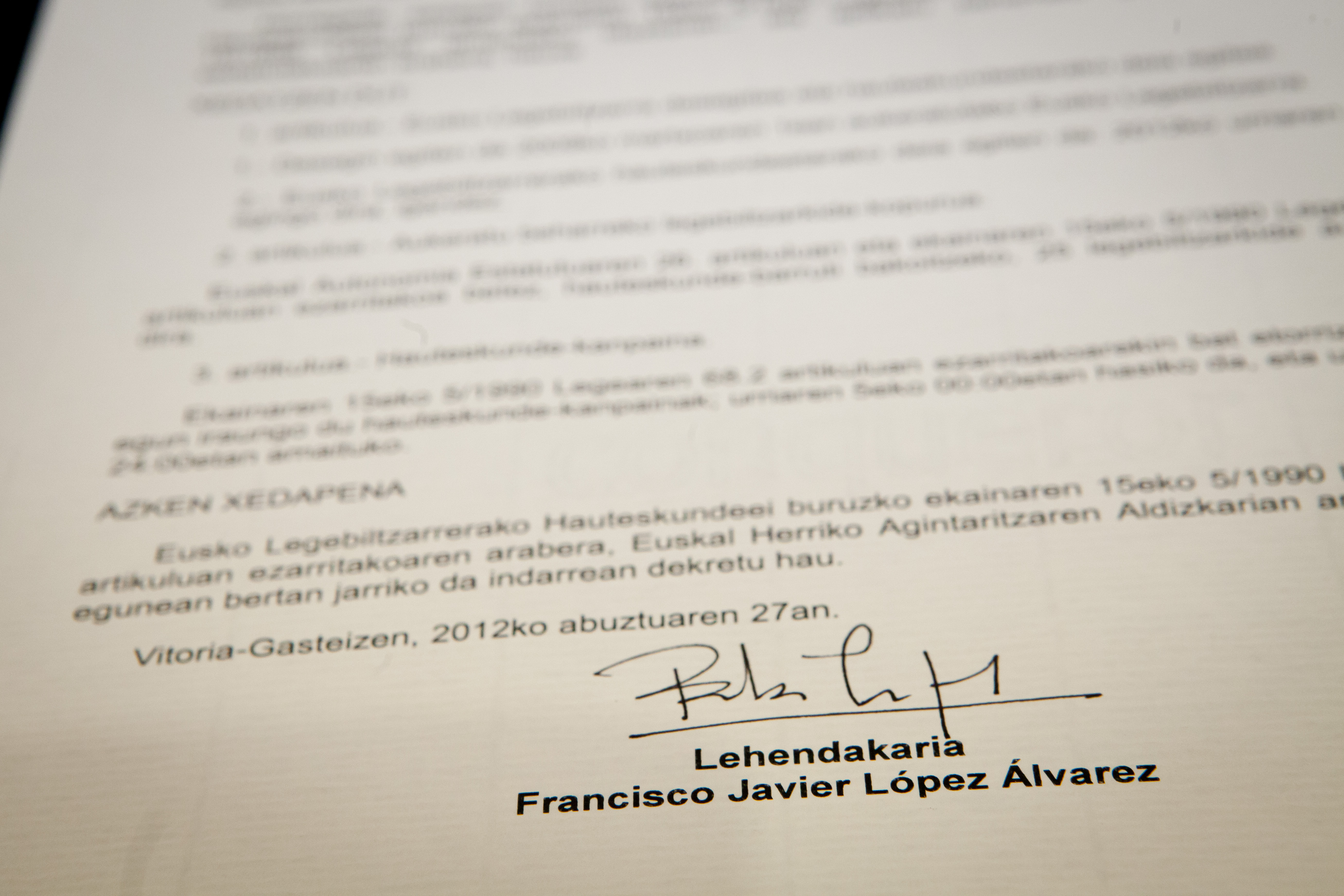 El Lehendakari firma el Decreto de disolucin del Parlamento Vasco